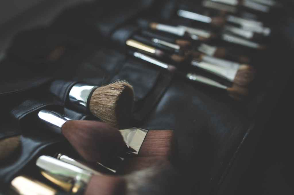 This image has an empty alt attribute; its file name is brush-makeup-make-up-brushes.jpg